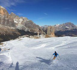 Skiing towards the Cinque Torri
