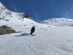 Anna skiing Sealggačohkka