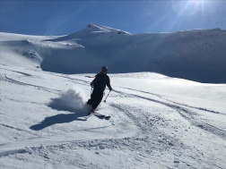 Doug skiing Sealggačohkka