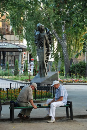 Playing chess in a Chișinău city park