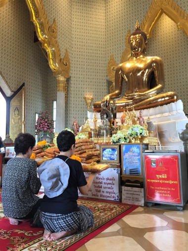 The 5.5 ton solid gold Buddha at Wat Traimit