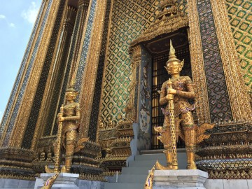 Golden statues guarding Wat Phra Kaew