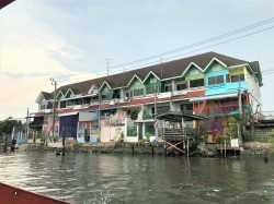 River houses in Thonburi