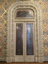 A decorative doorway in the Palácio da Bolsa's Arab Room.
