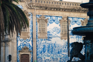 The tiled wall of Igreja do Carmo