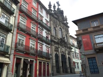 Igreja da Misericórdia on the pedestrian Rua das Flores