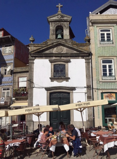 Dining al fresco in Porto