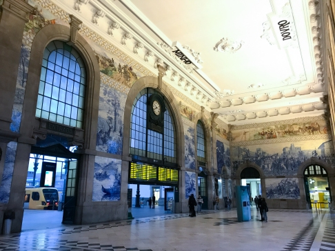 The decorative lobby of Porto São Bento train station