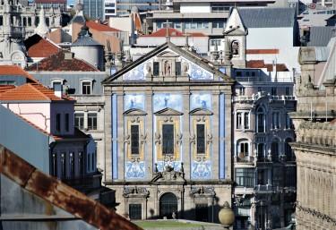 Igreja de Santo António dos Congregados's tiled facade