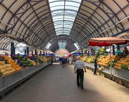 Summer melons for sale at Komarovskiy Market