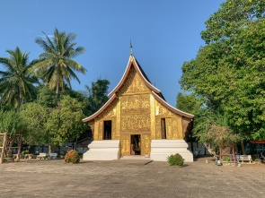 The grounds of Wat Xieng Thong